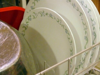 Homemade Dishwasher Detergents that have been tested by 'real' people! Great tips by others to troubleshoot the 'recipes.